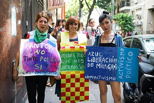 Cromoactivismo, acción en el marco del 8M de 2017, Buenos Aires. Archivo Cromoactivismo
