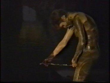 """Carolee Schneemann. Interior Scroll (Desplazamiento interior), 1975-1995. Vídeo (Betacam Digital y DVD), Color y blanco y negro, 7'30"""", sonido"""