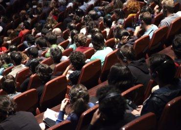 Público asistente a la mesa redonda en el Auditorio 200. Museo Reina Sofía, 2005