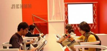 Imagen del área de interpretación organizada con motivo de la exposición Rodchenko y Popova. Definiendo el constructivismo. Museo Reina Sofía, 2009.