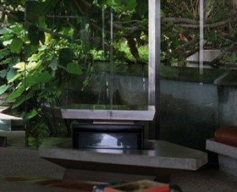 Dorit Margreiter. 10104 Angelo View Drive, 200416mm, 6:57min, color, silent. Filmstill