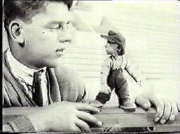 Aleksandr Ptuško. Slucvaj na stadione [Un suceso en el estadio]. Película, 1928