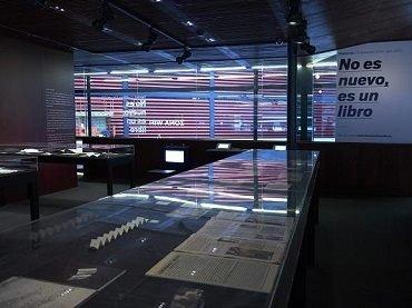 Vista de sala la exposición No es nuevo, es un libro, 2014
