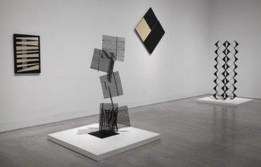 Vista de sala de la exposición La invención concreta. Colección Patricia Phelps de Cisneros, 2013