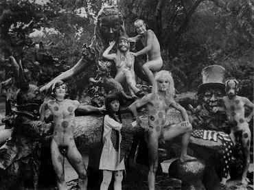 Yayoi Kusama. Alice in Wonderland, 1968. Happening