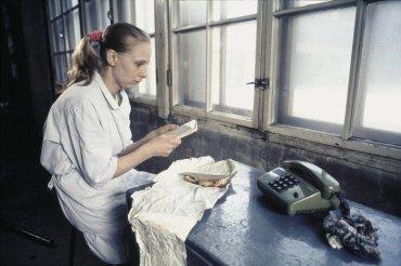 Aki Kaurismäki. La chica de la fábrica de cerillas. Película, 1990