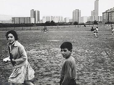 Gonzalo Juanes. Gijón en mayo. 1960. Gelatinobromuro de plata sobre papel. Museo Nacional Centro de Arte Reina Sofía. Donación de la familia Autric-Tamayo, 2018. Madrid