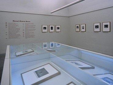 Exhibition view. Caja de visiones: Fotografías de Manuel Álvarez Bravo, 1996