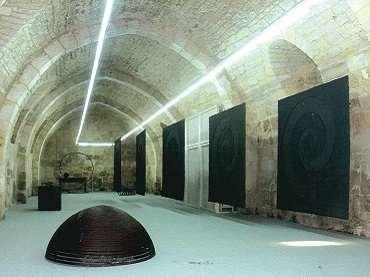 Vista de sala de la exposición. Martín Chirino. Memoria, 2003