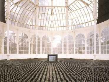 Vista de sala de la exposición. Nacho Criado. Piezas de agua y cristal, 1991