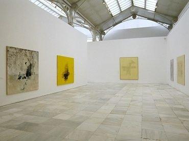 Vista de sala de la exposición. Guillermo Kuitca. Obras 1982-2002, 2003