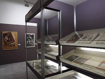 Vista de sala de la exposición. Revistas y guerra. 1936-1939, 2006