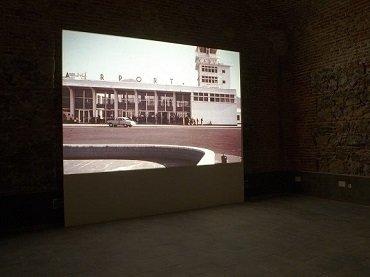 Exhibition view. Mario García Torres. ¿Alguna vez has visto la nieve caer?, 2010