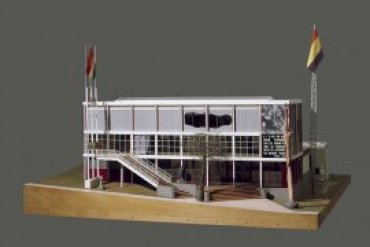 Josep Lluís Sert i López y Luis Lacasa, Pabellón de España. Exposición Internacional de París, 1937 1987. Maqueta realizada con dirección de Josefina Alix con motivo de la exposición «Pabellón Español. Exposición internacional de París», 140 x 230,5 x 201 cm