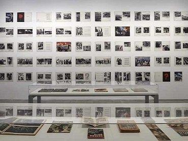 Vista de sala de la exposición fotos & libros. España 1905-1977, 2014