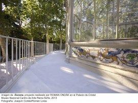 Imagen de  Escena, proyecto realizado por Roman Ondák en el Palacio de Cristal. Museo Nacional Centro de Arte Reina Sofía, 2013. Fotografía: Joaquín Cortés/Román Lores