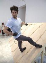 Performance de Simone Forti, Slant Board, Museo Reina Sofía, 2013