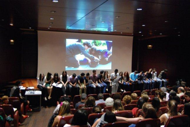 Los alumnos del Colegio Montserrat presentan su cortometraje Diario de un barrio
