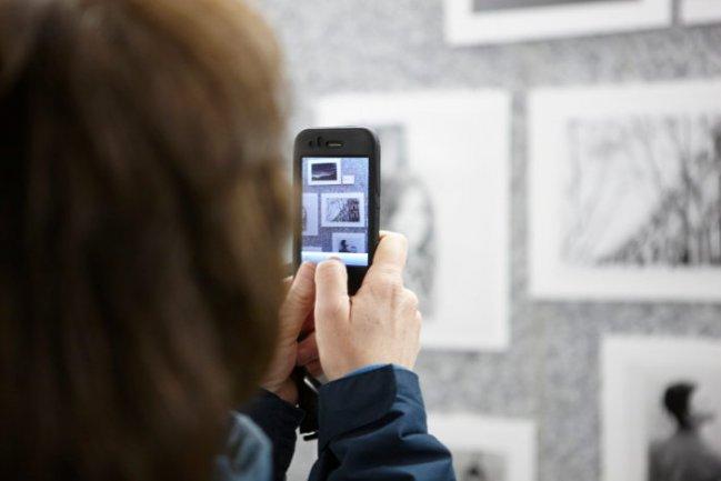 Inauguración de la exposición PA-TA-TA organizada por los participantes de Labo_35 mm donde los jóvenes muestran sus trabajos y exponen al público su vivencia en el taller