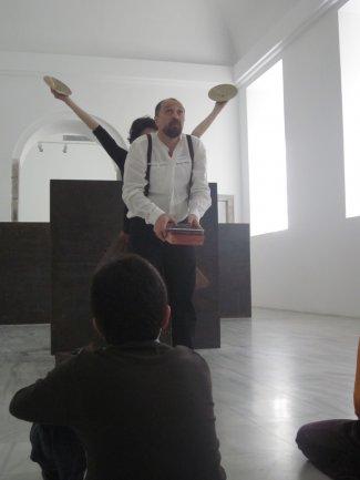 Danza y percusión para evocar el Ballet Triádico de Oskar Schlemmer. Museo Reina Sofía, 2010.