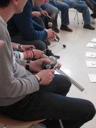 Grupo participando en el taller de experimentación sonora con instrumentos musicales no convencionales, 2011.