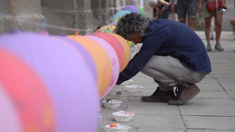 Alex Mendizabal. Concert for a Patio, a Room, ½ a Litre of Liquid Soap, Water, 248 Balloons, Taps and Etceteras