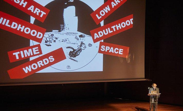 Art Spiegelman durante su conferencia Las palabras y las imágenes chocan: ¿Qué %@&*! pasó con los cómics?