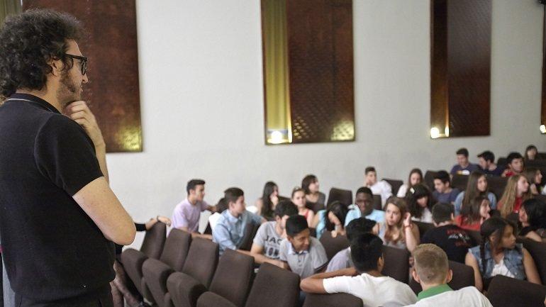 Encuentro de alumnos de ESO con el artista Daniel García Andújar