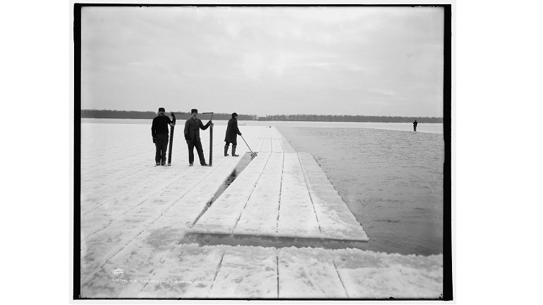 Ice harvesting, baring off, Detroit Publishing Company Photograph Collection, ca. 1900-1906. Library of Congress Prints and Photographs Division, LC-D4-17130 [P&P]