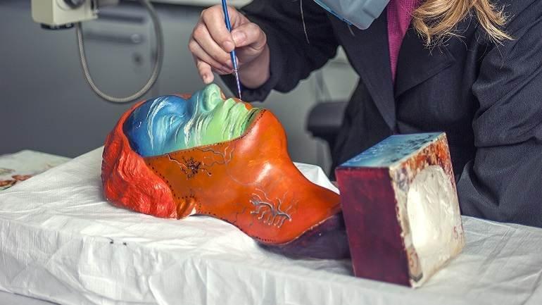 Proceso de restauración de la obra Portrait of Joella (Retrato de Joella) de Salvador Dalí y Man Ray