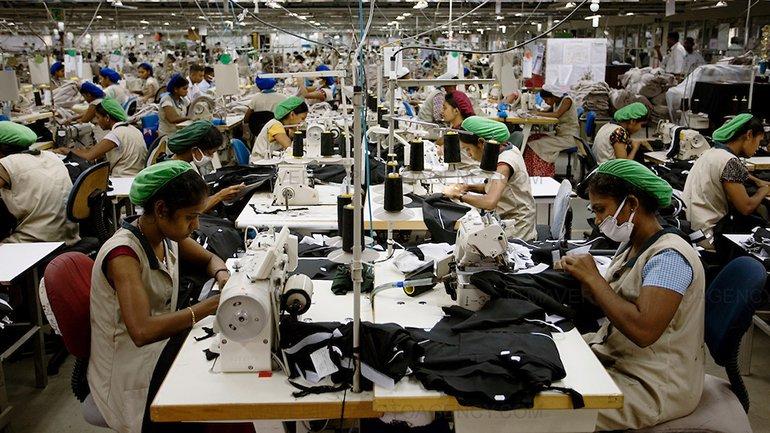Michael Hughes. Clothing factory in Asia (Sri Lanka), 2015