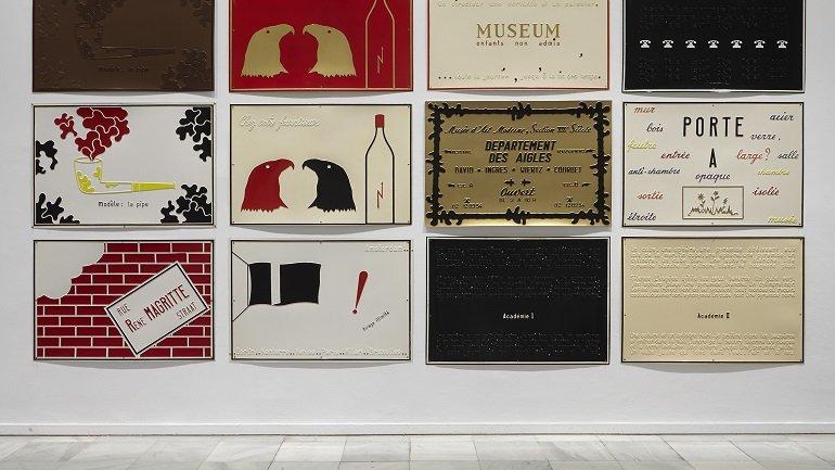 Vista de sala de la exposición. Marcel Broodthaers, Una retrospectiva, 2016