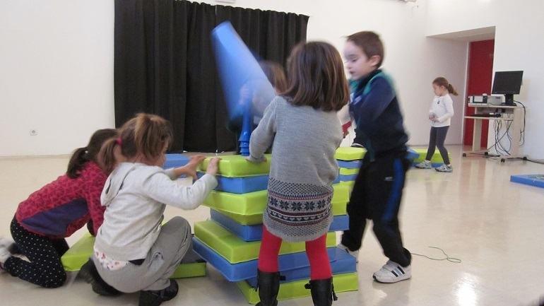 Participantes durante el juego libre