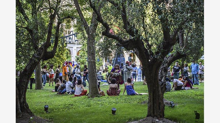 Neighbourhood Picnic, Museo Reina Sofía Garden, 2021. Photograph: Ela Rabasco (Ela R que R)