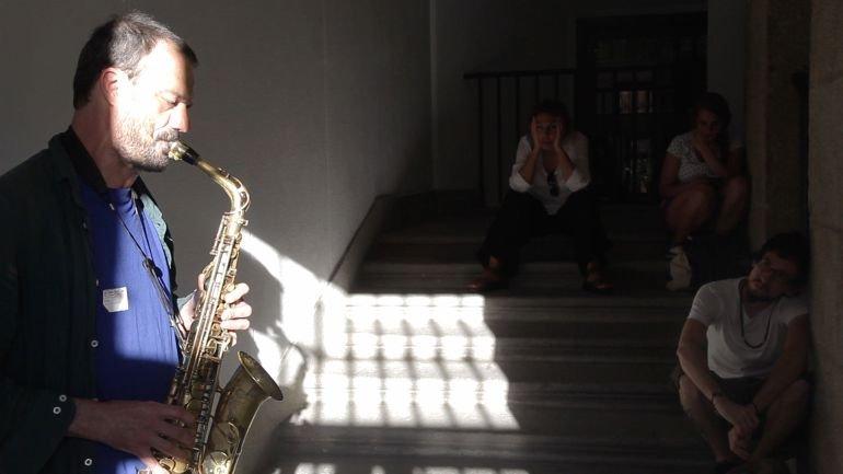 Jean-Luc Guionnet y Artur Vidal. Dos conciertos simultáneos para dos escaleras. Farfulleos y Tarabillas