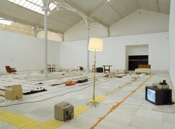 Vista de sala de la exposición. Versiones del Sur: Cinco propuestas en torno al arte en América. Eztetyka del sueño, 2001
