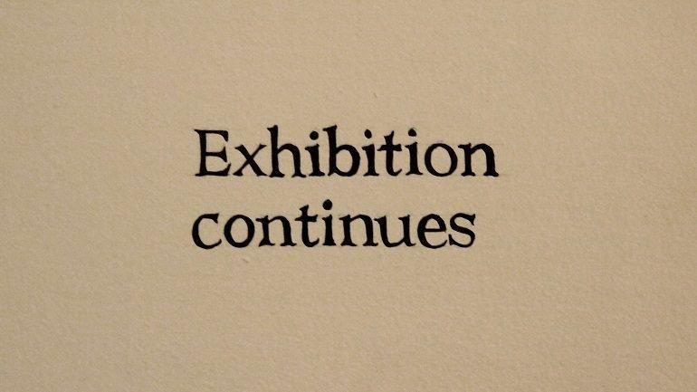 Ignasi Aballí Imagen texto (Exhibition continues), 2012. Impresión digital sobre papel fotográfico, 70 x 50 cm. Colección del artista