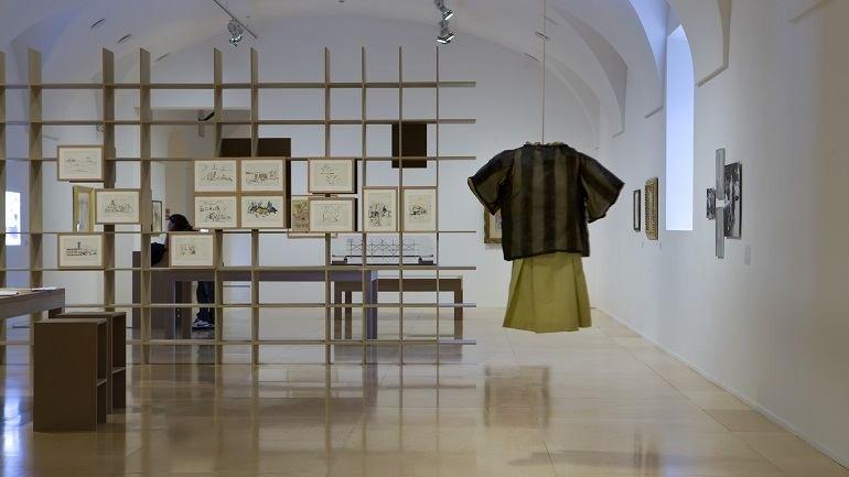 Vista de sala de la exposición. Desvíos de la deriva. Experiencias, travesías y morfologías, 2010