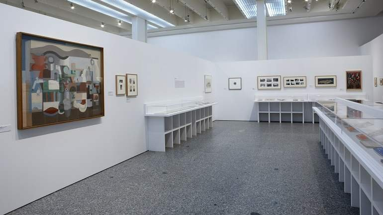 Vista de sala de la exposición. A.C. Actividad Contemporánea. La revista del G.A.T.E.P.A.C. (1931-1937), 2008