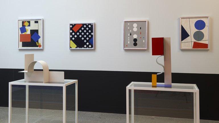 Vista de sala de la exposición Kobro y Strzemiński. Prototipos vanguardistas