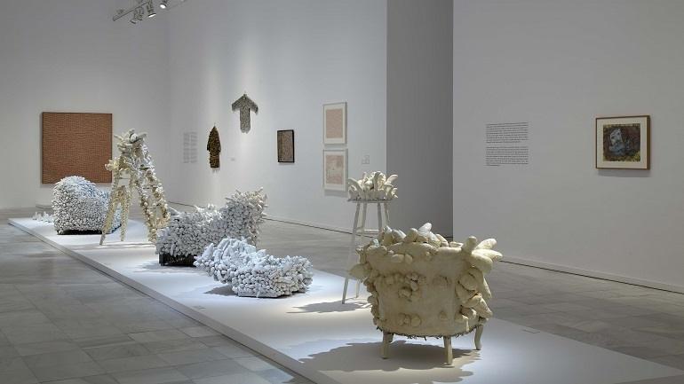 Vista de sala de la exposición. Yayoi Kusama, 2011