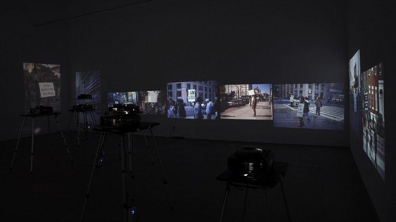 Vista de sala de la exposición. Manhattan, uso mixto. Fotografía y otras prácticas artísticas desde 1970 al presente, 2010