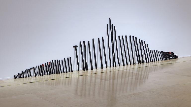 Vista de sala de la exposición Juan Luis Moraza. república, 2014