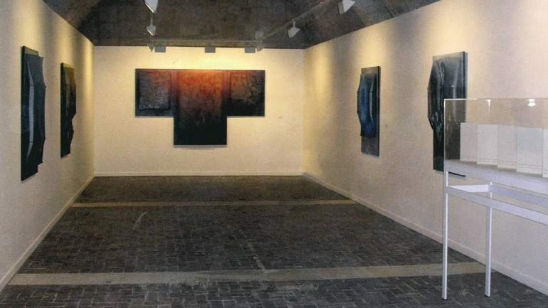 Vista de sala de la exposición. Manuel Rivera en Silos, 2005
