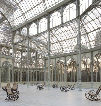 Gallery view of Dominique Gonzalez-Foerster. SPLENDIDE HOTEL. Palacio de Cristal, Parque del Retiro. Photographic Archive of Museo Nacional Centro de Arte Reina Sofía, 2014.