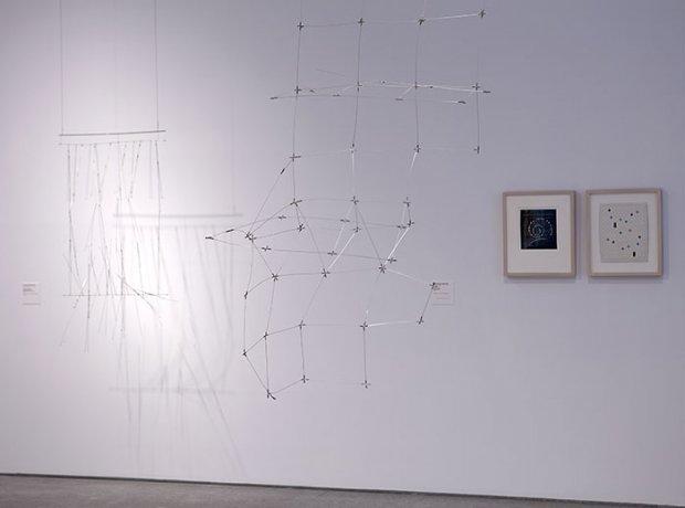 Vista de salas 410 y 411 de la Colección Patricia Phelps de Cisneros (Colección 2. ¿La guerra ha terminado? Arte en mundo dividido 1945-1968)