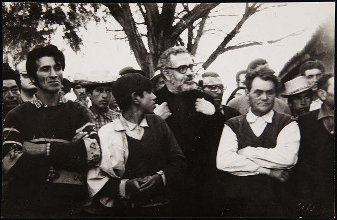 Moreno Galván durante su visita a una cooperativa agraria al sur de Santiago de Chile (1971). Archivo José María Moreno Galván. Centro de Documentación